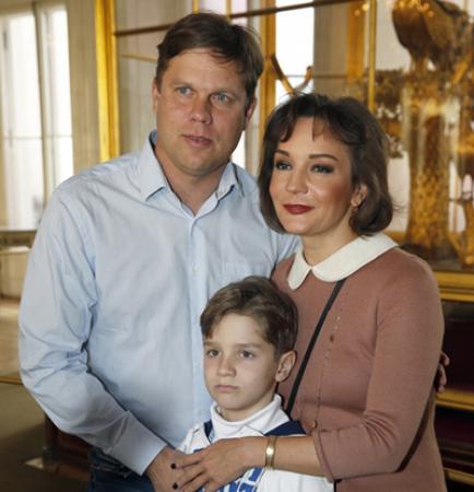 Татьяна Буланова сходила вместе с бывшим мужем и сыном на хоккейный матч