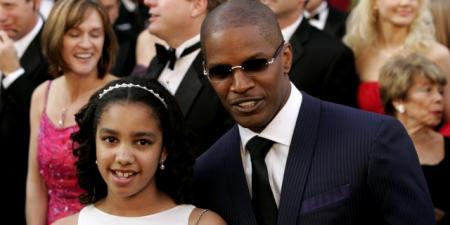 Джейми Фокс. Актер, певец и комик - счастливый отец дочерей Коринн Бишоп и Анналис. Первой сейчас 19 лет.