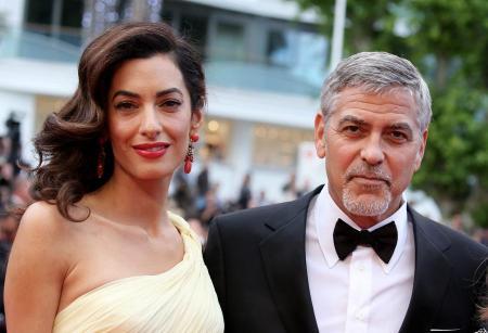 Джорджа Клуни сфотографировали в Англии с «беременной» женой  (ФОТО)