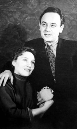 Местные врачи помочь ничем не могли, поэтому пришлось перебраться в московскую коммуналку. Спасти жену так и не удалось.