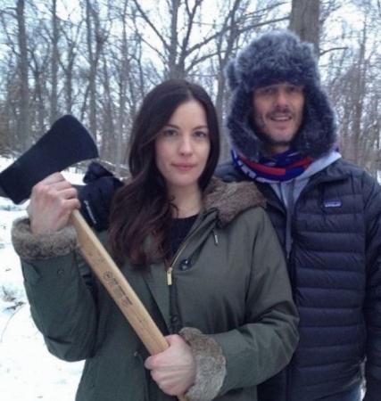Лив Тайлер. Актриса и дочка рокера Стивена Тайлера выглядит прекрасно и без косметики… Даже с топором в руках.