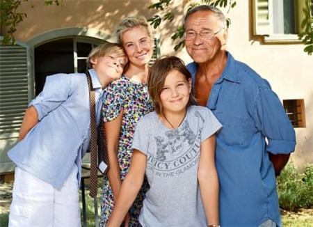 Высоцкая - пятая официальная жена режиссера, у супругов есть дочь Мария и сын Петр.