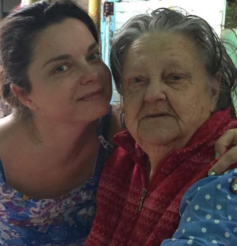 Наташа Королева простилась с бабушкой