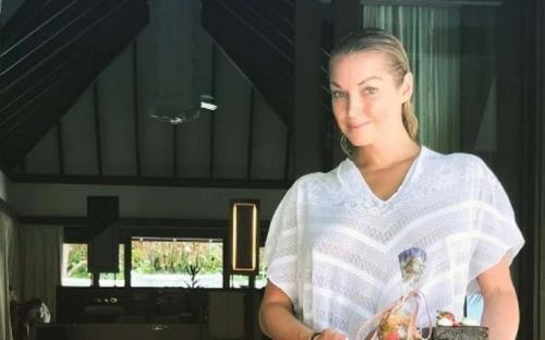 «Там же вылазит»: Анастасия Волочкова показала в свой День рождения рвущиеся наружу гениталии