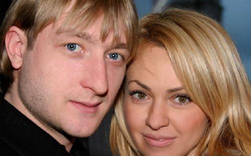 Плющенко и Рудковская в трусах прорекламировали нижнее белье