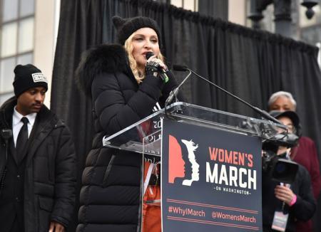 Ругань Мадонны, слезы Шарлиз Терон и восторг Хелен Миррен: знаменитости вышли на улицы Америки на