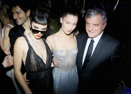 Кендалл Дженнер в образе Одри Хепберн, Белла Хадид в откровенном платье и другие на маскараде Dior