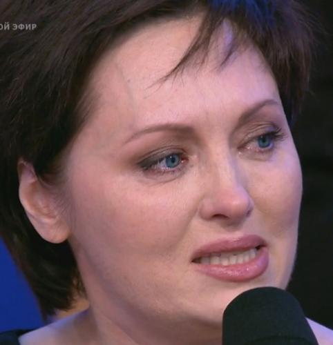 Елена Ксенофонтова разрыдалась в прямом эфире из-за побоев мужа