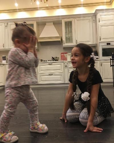 У младшей дочери Ксении Бородиной проблемы с ногами