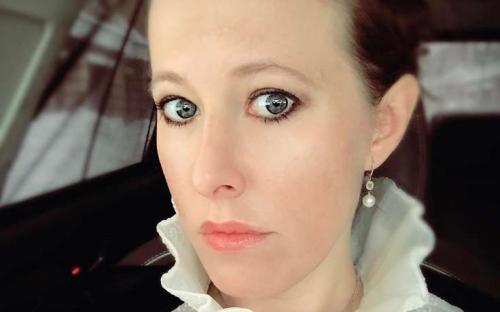 «Куриная попка» Ксении Собчак восхитила поклонников – телеведущая прогнулась