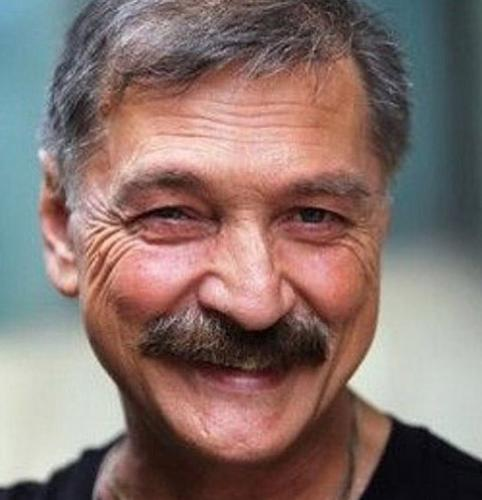 Умер известный певец Александр Тиханович