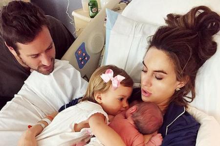 Арми Хаммер и Элизабет Чэмберс назвали имя новорожденного сына и поделились новыми фото малыша