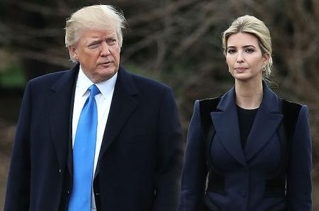 Во время официального визита на военную базу Дональда Трампа сопровождала дочь Иванка Трамп, а не первая леди