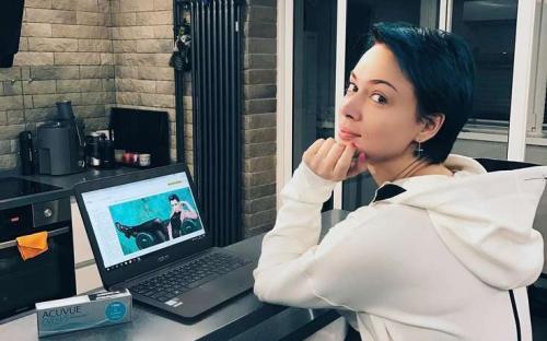Настасья Самбурская представила пошлый клип на матерную песню «Бл**и»