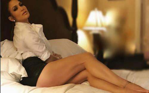 Дженифер Лопес своей голой грудью и без трусов взорвала Инстаграм