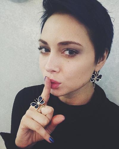 Скандальная Настасья Самбурская больше не сможет публично посылать людей