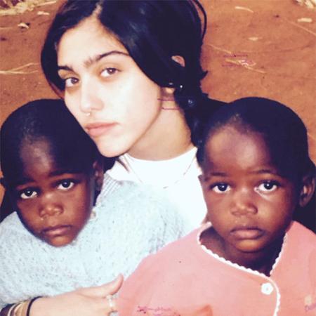 Дочь Мадонны Лурдес со Стеллой и Эстер