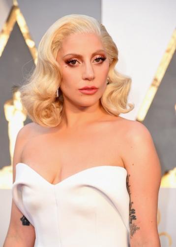 Леди Гага ответила на критику фигуры призывом полюбить себя