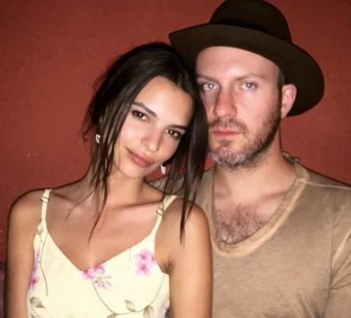 Эмили Ратаковски показала фото с возлюбленным