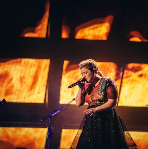 В США врачи поставили певице Келли Кларксон ошибочный диагноз рака