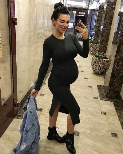 Анна Седокова подарит своему возлюбленному сына