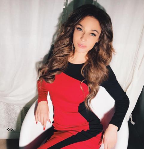 Алена Водонаева взбудоражила голой грудью