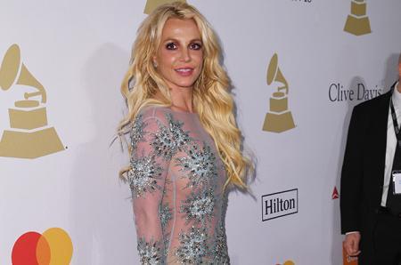 Бритни Спирс отметила в соцсети 10-летнюю годовщину своего отчаянного решения побриться налысо