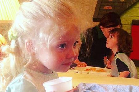 Алла Пугачева поделилась снимком дочери Лизы во время водных процедур