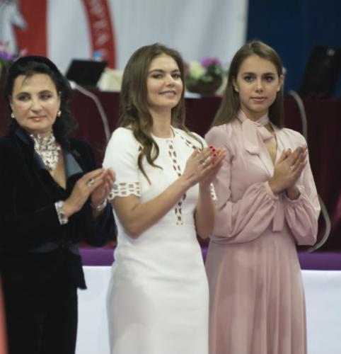 Сияющая Алина Кабаева произвела фурор на юношеском турнире