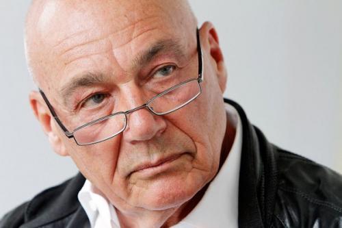 Владимир Познер долгие годы казнит себя за избиение дочери