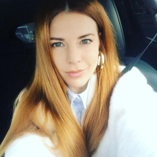 Наталья Подольская посвятила селфи свои желтым зубам и проплешине в брови