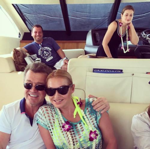 Анастасия Волочкова отметила 8 марта шпагатом на яхте