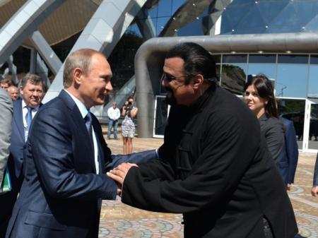 Сигалу нравится жить в России, но делать этого он не будет