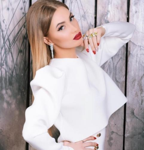 Евгения Феофилактова выбирает свадебное платье