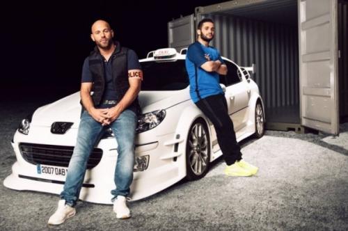 Люк Бессон выложил в Сеть снимок готового сценария «Такси 5»
