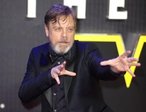 Марк Хэмилл поделился первым снимком в образе Люка Скайуокера