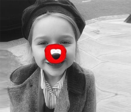 Харпер Бекхэм поздравила пользователей с Днем красного носа