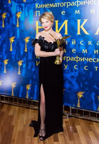 Юлия Высоцкая поразила всех на церемонии «Ника» откровенным платьем