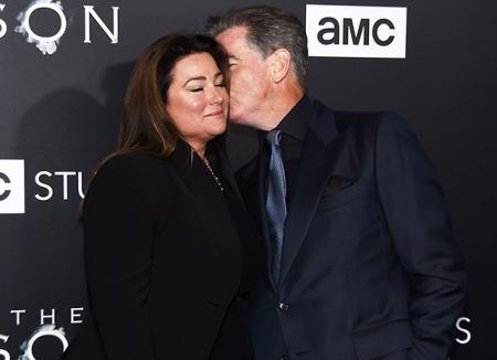 Нежные чувства: Пирс Броснан и его супруга Кили Шэй Смит на голливудской премьере