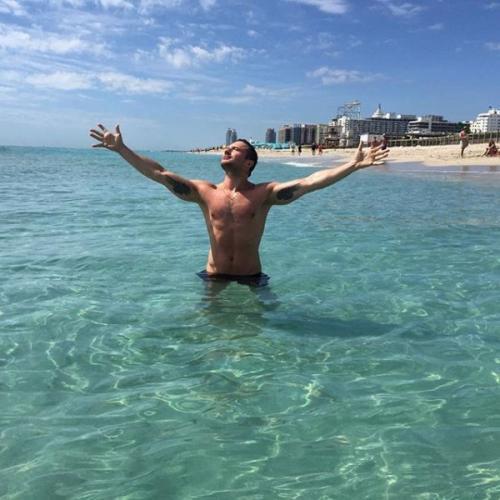 Сергей Лазарев решил набраться сил возле океана перед гастролями