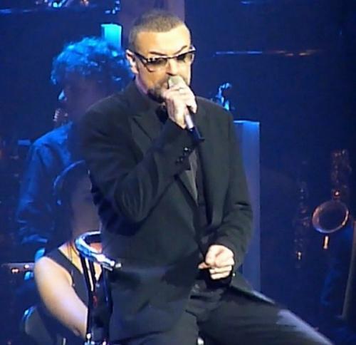 СМИ: Семья Джорджа Майкла собирается выселить его любовника из дома певца
