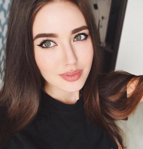 Анастасия Костенко показала, как делает уколы красоты