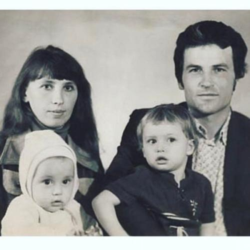 Дима Билан показал свою детскую фотографию