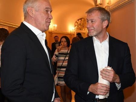 Абрамович приехал на премьеру фильма «Большой» без жены