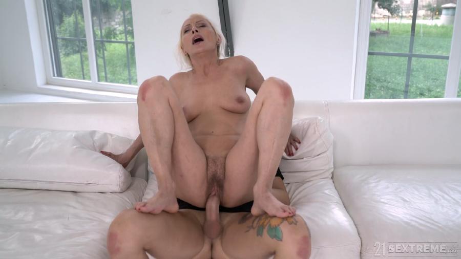 Szandi, John Price - Granny In Yoga Pants [1080p]